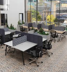 Projekt Desks (round steel legs)